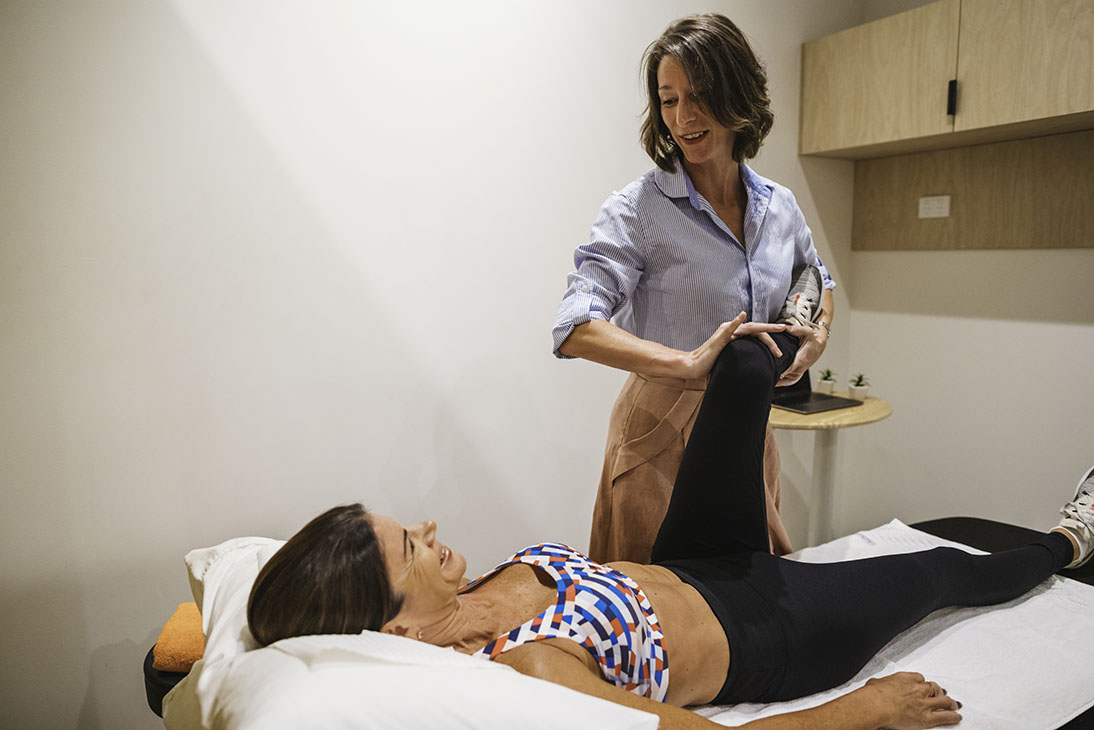 woman getting her knee physio treatment